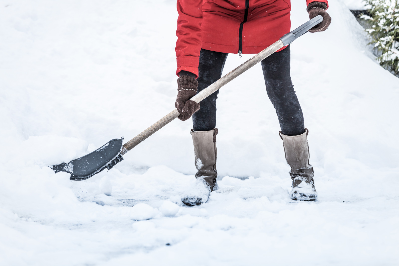 Avoiding Injury: 7 Shovelling Tips